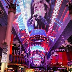 #bonjovi en #fremont #street #experience #lasvegas #nevada #usa #viajes #igrecommend #picoftheday #fotodeldia #luz #pantalla #luces y #sonido #espectaculo #music #lights and #sound #show | Flickr: Intercambio de fotos