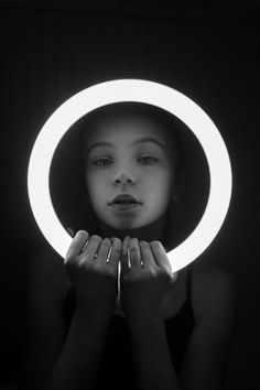 Spotlight Photography, Ring Light Photography, Phone Photography, Photography Business, Children Photography, Lights Tumblr, Light Shoot, Light Girls, Night Portrait