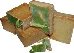 Le savon d'Alep,comme le savon de Marseille, est un produit naturelqui s'utilise quotidiennement pour toutes les parties du corps. Il est fabriqué à partir d'huile d'olive principalement et d'huile de baie de lauriers. Fabriqué depuis plus de 3 000 ans dans la ville d'Alep, dans le …