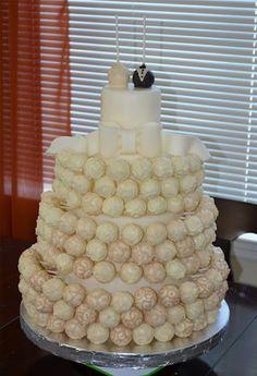 My 100% original wedding cake(pops), courtesy of sweetcakern.blogspot.com. Sroda da bomb.