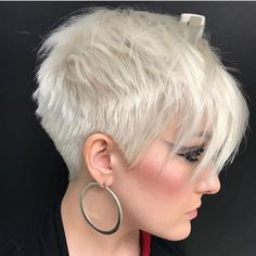 Short cuts best collection summer New Short hair best models short cuts for your hair summer New Hairstyle Trends.To convince you better we offer you a collection of photos of short cuts to Funky Short Hair, Short Hair Cuts For Women, Short Hairstyles For Women, Short Cuts, Summer Hairstyles, Short Pixie, Icy Blonde, Balayage Hair Blonde, Pixie Styles