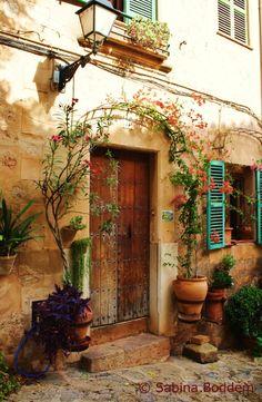Old Doors, Windows And Doors, Mallorca Island, Travel Collage, Menorca, Spanish House, Through The Window, Secret Places, My Secret Garden