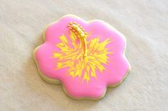{Cookie Decorating} How to make pretty hibiscus cookies
