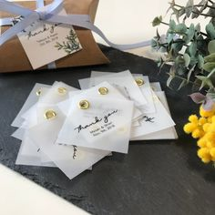 Wedding Paper, Diy Wedding, Wedding Gifts, Arts And Crafts, Paper Crafts, Thank You Tags, Tag Design, Hang Tags, Dried Flowers