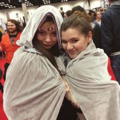 Friends who cosplay together stay together  Shoutout to my favorite Arwen!