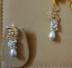 Coral Jewelry, India Jewelry, Bridal Jewelry, Indian Earrings, Beaded Earrings, Earrings Handmade, Gold Earrings Designs, Jewelry Model, Pendant Design