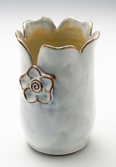 Cute pinch pot idea - great way to finish the top and tie into the flower design
