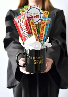 Fun Graduation Gift-Candy Bouquet Fun Graduation Gift Ideas-This graduation bouquet is easy to put together and makes a great grad gift. Boyfriend Graduation Gift, Graduation Gifts For Best Friend, Unique Graduation Gifts, High School Graduation Gifts, Graduation Diy, Grad Gifts, Graduation Gift Baskets, Graduation Presents, Diy Gifts