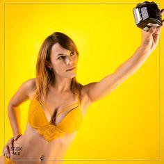 Venez immortaliser votre personnalité le temps d'une séance photo Boudoir en studio ou notre photographe Boudoir vous accueillera dans espace équipé à Saint Maur des Fossés Photo Book, Boudoir, Photo Portrait, Shooting Photo, Paris, Studio, Saint, Bikinis, Swimwear