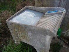 Poza para lavar la ropa sucia.