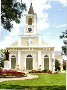 Saint Martin Catholic Church, Saint Martinville, Louisiana ♔Life, likes and style of Creole-Belle ♥ Old Country Churches, Old Churches, Catholic Churches, Houses Of The Holy, Church Pictures, Take Me To Church, Church Architecture, Cathedral Church, Church Building