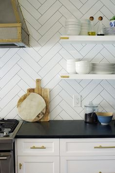 Since posting the video last week on how I like to style our open kitchen shelving, I've gotten several questions about the shelves themselves. I love the concept of (some) floating shelves for everyday, easy-to-reach dinnerware and glasses. Kitchen Shelves, Diy Kitchen, Kitchen Decor, Kitchen Black, Awesome Kitchen, Beautiful Kitchen Designs, Beautiful Kitchens, Deco Design, Küchen Design