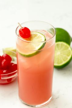 Seabreeze Cocktail Punch - this easy cocktail recipe has just three ingredients: vodka, grapefruit, and cranberry juice. It's the perfect summer punch recipe and leaves you feeling refreshed. Hawaiian Mimosas, Hawaiian Drinks, Refreshing Drinks, Summer Drinks, Fun Drinks, Vodka Fruit Drinks, Mixed Drinks, Easy Cocktails, Cocktail Recipes