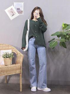 Korean Fashion Trends you can Steal – Designer Fashion Tips Korean Girl Fashion, Korean Fashion Trends, Ulzzang Fashion, Korean Street Fashion, Kpop Fashion Outfits, Korea Fashion, Look Fashion, Casual Asian Fashion, Tokyo Fashion