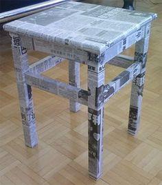 Customizar banquinho com jornal.