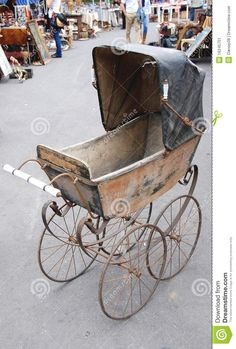 Use a vintage baby carriage as an outdoor cooler in the summer, or plant flowers (like Baby's Breath) in it and place it in your garden or porch. Vintage Stroller, Vintage Pram, Vintage Toys, Pram Stroller, Baby Strollers, Shabby, Silver Cross Prams, Baby Shower Pictures, French Baby