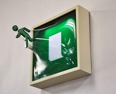 【画像】非常口のあの人が飛び出した!松枝悠希の立体アート作品10枚