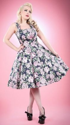 We sell Rockabilly pin up clothing, swing dresses and rockabilly accessories Retro 50, Retro Look, Mode Rockabilly, Rockabilly Fashion, Pin Up Outfits, Fashion Outfits, 50s Style Clothing, Style Clothes, Corset