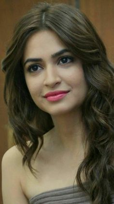 Kriti Kharbanda Actress Biography and Lifestyle Beautiful Girl Photo, Beautiful Girl Indian, Most Beautiful Indian Actress, Indian Bollywood Actress, Beautiful Bollywood Actress, Beautiful Actresses, Beauty Full Girl, Beauty Women, Kirti Kharbanda