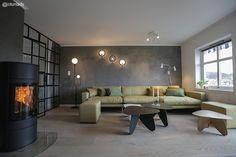 Tid for hjem lagde glassvegg mellom soverommet og stua Air B And B, Modern Spaces, Craftsman, Beautiful Homes, House Plans, New Homes, Comfy, Cushions, Living Room