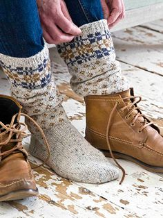 Knit these mens accessory socks from Easy Fairisle Knits. Designed by Martin Storey using the gorgeous yarn Felted Tweed DK (wool), these cosy boot socks have a plain foot section, small diamond section and are topped with a plaid pattern.
