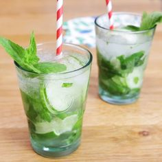 The cucumber Mojito, a subtle and summery cocktail! rnrnSource by demotivateurFood Bacardi, Cocktail Party Food, Cocktail Recipes, Detox Breakfast, Breakfast Recipes, Cranberry Champagne Cocktail, Margarita Bebidas, Cocktail Videos, Virgin Mojito