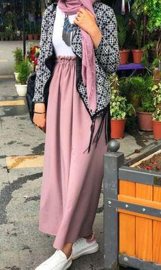 Modern Hijab Fashion, Street Hijab Fashion, Abaya Fashion, Modest Fashion, Skirt Fashion, Fashion Wear, Fashion Outfits, Hijab Dress Party, Hijab Style Dress
