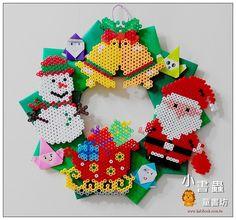 Jesus is the reason for the season wreath Perler Bead Designs, Diy Perler Beads, Perler Bead Art, Hama Beads Disney, Hama Beads Patterns, Beading Patterns, Christmas Perler Beads, Christmas Ornaments, Art Perle
