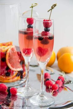 Super simple Moscato Sangria is one of the best pitcher drinks in the world. And fresh fruits soaked in Moscato are as delicious as the drink if not more! - Moscato, triple sec Summer Drinks, Fun Drinks, Beverages, Party Drinks, Mixed Drinks, Moscato Sangria, Sangria Mix, Champagne Sangria, Sangria Wedding