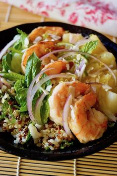 Tropical Quinoa Salad Bowl with Shrimp is bursting with fresh, bright flavors. This light lunch or dinner is super satisfying, healthy and pretty! What Is Quinoa, Shrimp Salads, Berry Salad, Easy Pasta Salad, Whole Food Diet, Shellfish Recipes, Best Gluten Free Recipes, Fruit Salad Recipes