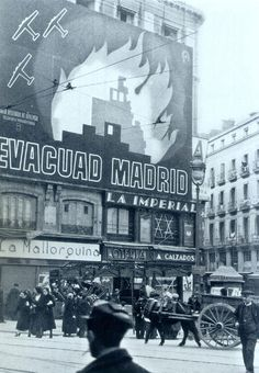 La Mallorquina en la guerra Old Time Photos, Old Pictures, Best Hotels In Madrid, Spanish War, Vietnam, Madrid Travel, Foto Madrid, Civil War Photos, Photo Journal