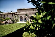 Con alcune location di matrimonio si crea un legame particolare. Guarda il reportage di questo matrimonio semplice e elegante al Convento dell'Annunciata.