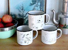 Nuestras tazas de acero esmaltado RETROPOT con diseños de LISBEL GAVARA. www.retropot.es Tazas de metal, personalizadas y colección propia. Tazas de acero esmaltado RETROPOT retro y vintage