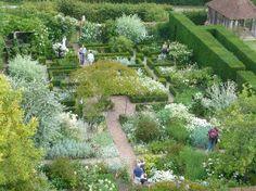 photos white gardens | White Garden from the tower