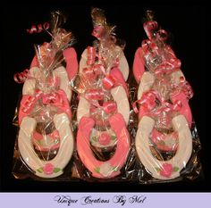 Horseshoe Cookies with roses