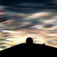 Nubes nacaradas brillan sobre la Antártida