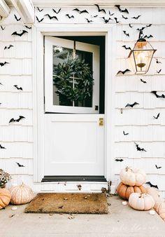 Halloween Porch Decorations, Theme Halloween, Halloween Home Decor, Halloween Snacks, Fall Home Decor, Autumn Home, Holidays Halloween, Vintage Halloween, Front Porch Fall Decor