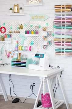 Craft and Sewing Room Makeover – Sweet Red Poppy Craft and Sewing Room Makeover – Süße rote Mohnblume Sewing Room Organization, Home Organisation, Craft Room Storage, Pegboard Craft Room, Organizing Ideas, Sewing Office Room, Ikea Pegboard, Ikea Craft Room, Pegboard Organization