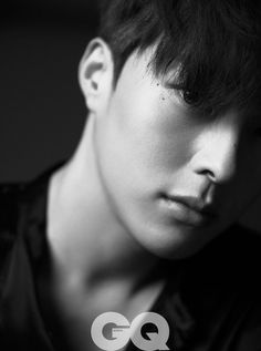 Jang Ki Yong masters his stare for GQ Korea, with a glittery suit in one frame to add some sparkle to the darkness. Korean Face, Korean Star, Handsome Korean Actors, Handsome Boys, All Black Looks, Black And White, Go Kyung Pyo, Asian Hotties