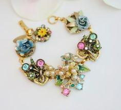 Vintage enamel flowers charm bracelet!