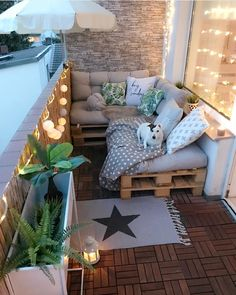 Balcony goals! This cozy set up, belonging to @villa.snowwhite is ready for summer. For a student with a limited budget, this balcony…