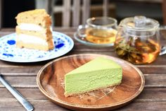 The matcha craze has invaded Hong Kong. Here are 6 matcha desserts in Hong Kong all matcha lovers must try. Tea Cafe, Cool Cafe, Dim Sum, Creative Cakes, Vanilla Cake, Hong Kong, Sweet Treats, At Least, Coffee Places