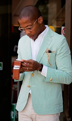 This combo of a green vertical striped blazer and beige chinos can only be described as devastatingly dapper and effortlessly sleek. Estilo Fashion, Men's Fashion, Street Fashion, Blazer Fashion, Fashion Gallery, Fashion Details, Fashion Shoes, Sharp Dressed Man, Well Dressed Men