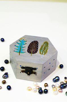 Holiday stocking gift boho decor, Wooden keepsake box, Tooth fairy gift, Hand painted jewelry box, Small trinket box, Memory treasure box  #feathers #feather #box #treasures #case #jewelry #girl #woman #christmas #christmasgifts