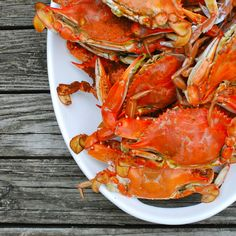 How to Steam Maryland Blue Crabs - three beans on a string Fish Dishes, Seafood Dishes, Fish And Seafood, Seafood Recipes, Wine Recipes, Cooking Recipes, Blue Crabs, Three Beans, Food Wallpaper