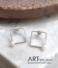 Square pearl earrings by Anastasia Dedonaki at ARTopoiein jewels