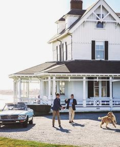 The wide retriever goes out for a fetch The Ledges Newport by kjp Coastal Homes, Coastal Living, Exterior Design, Interior And Exterior, Old Money, New England Style, Outdoor Living, Outdoor Decor, Lakeside Living