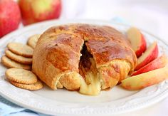 Crescent-Wrapped Apple Baked Brie Apples and cheese. If you haven't tried it, buckle up and hang on for a tasty ride with this baked-apple brie. Crescent Roll Dough, Crescent Roll Recipes, Crescent Rolls, Baked Brie Recipes, Cheese Snacks, Cheese Party, Apples And Cheese, Baked Apples, Lunch Snacks