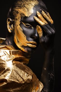 Black Girl Art, Black Women Art, Art Girl, Gold Face Paint, Gold Paint, Body Art Photography, Artistic Photography, Gold Wall Art, Or Noir