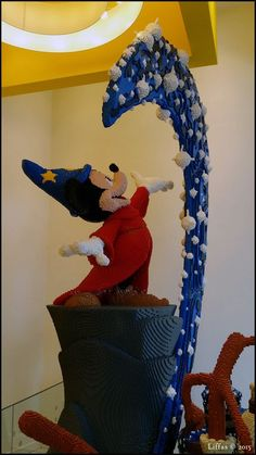 Cool Lego Machine Constructions That You Wish You Built As A Kid Lego Mickey Mouse Fantasia Figure MoreLego Mickey Mouse Fantasia Figure . Lego Disney, Lego Mickey Mouse, Big Lego, Lego Creative, Lego Machines, Lego Sculptures, Amazing Lego Creations, Lego Craft, Lego For Kids